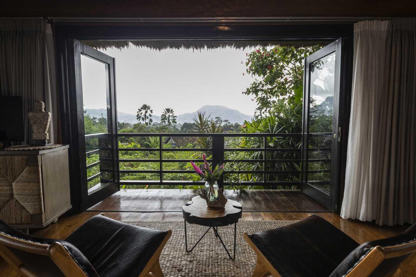 kenyeri luxury villa at sidemen